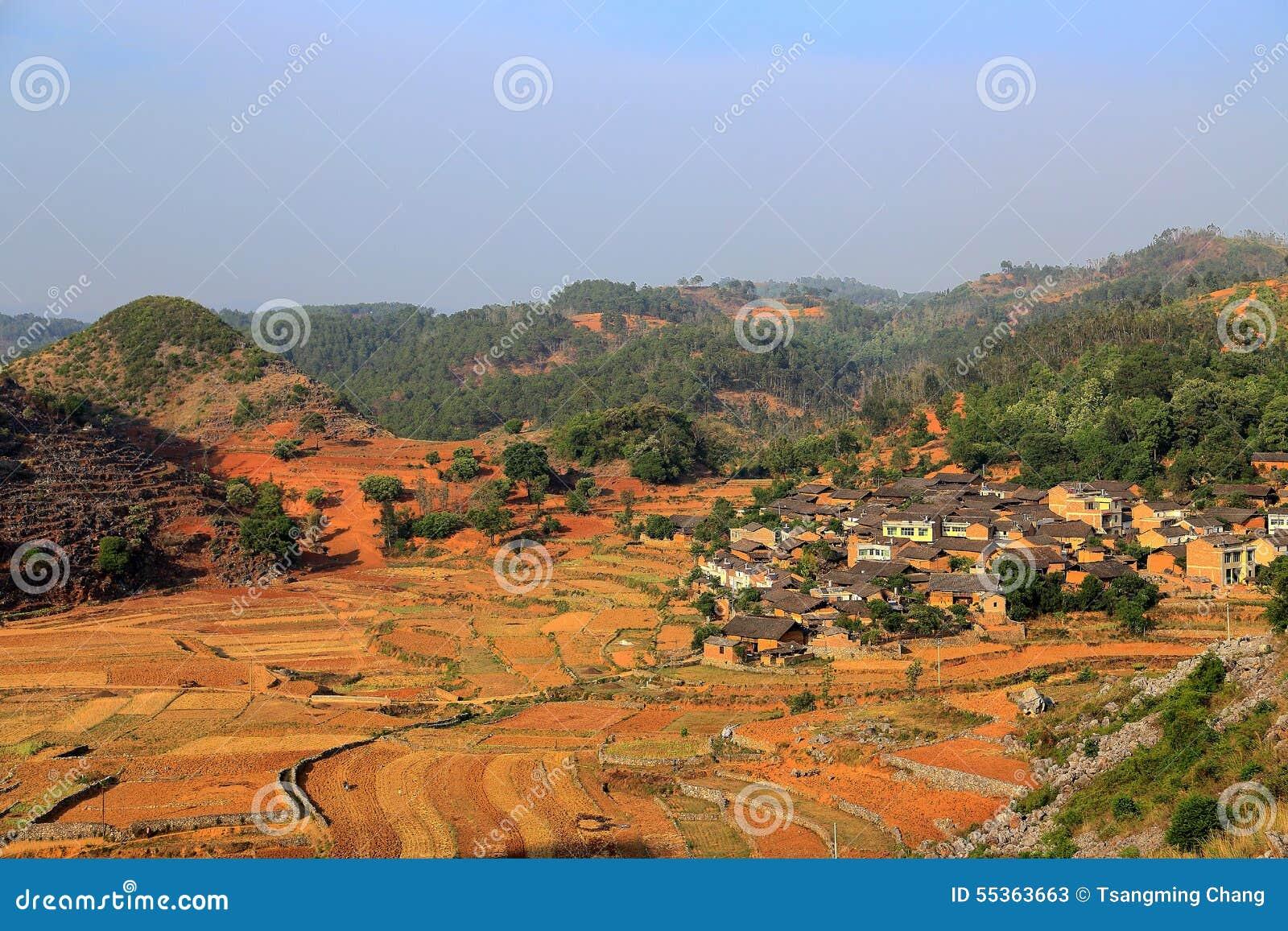 I campi ed il fiume in villiage di bama
