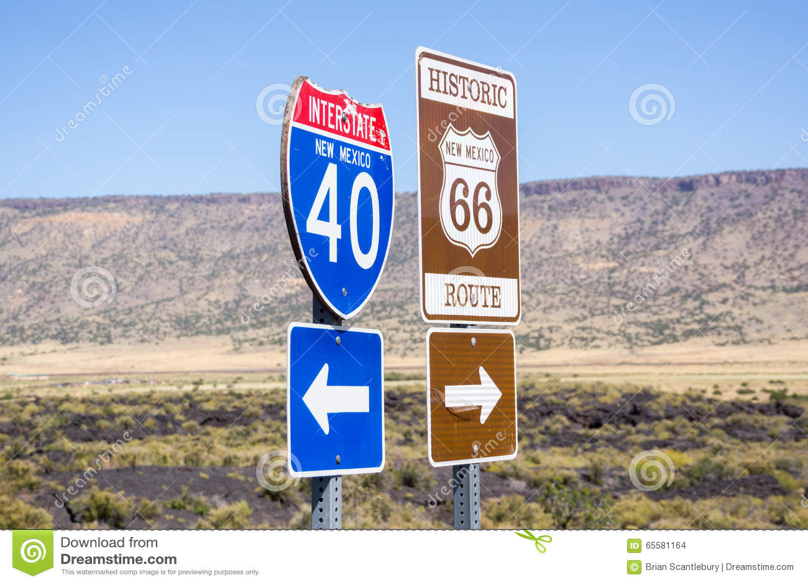 I40 de um estado a outro e Route 66 combinaram o sinal New mexico, EUA