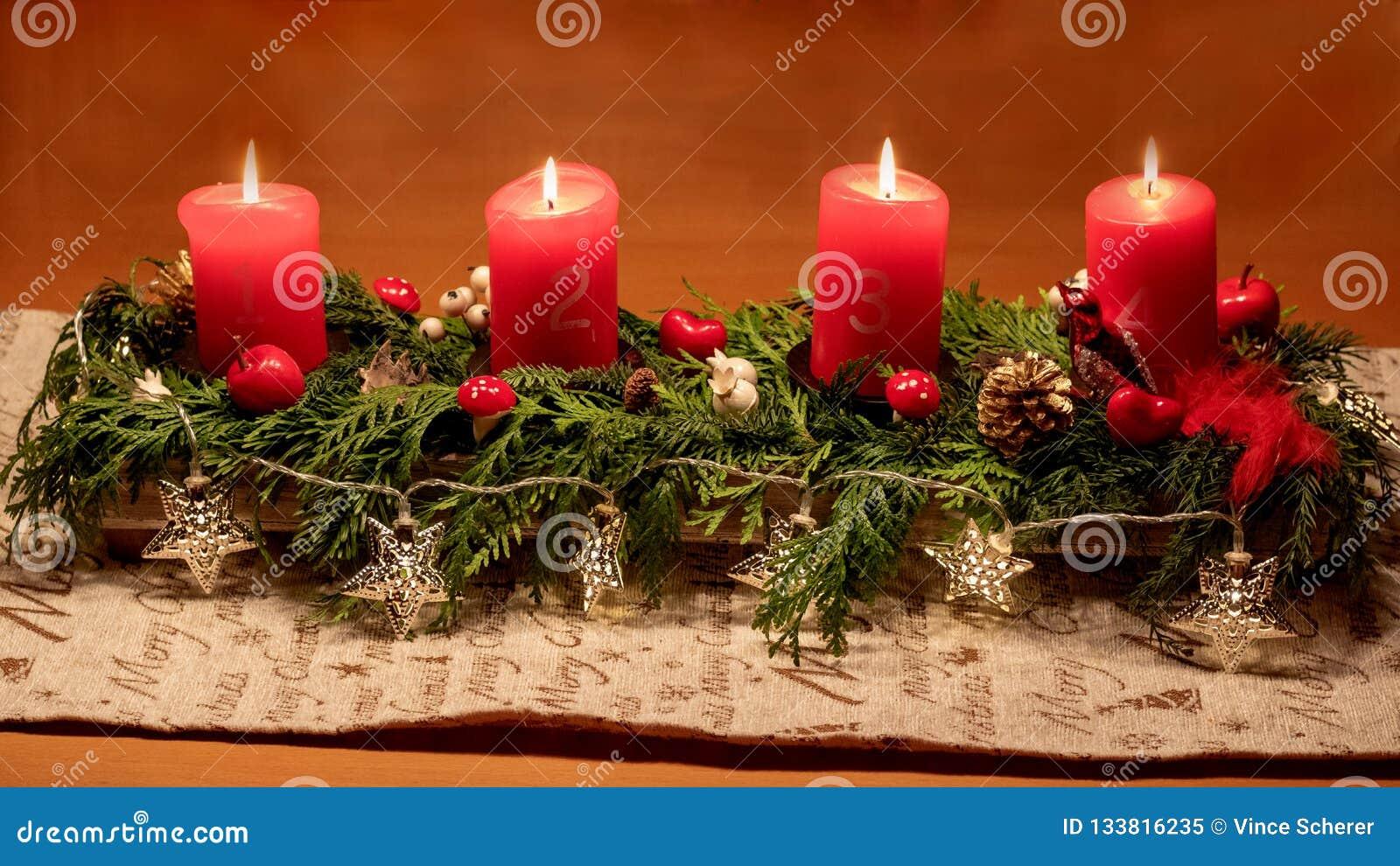 I detta ljus väntande på jul tid, tänder vi upp cand fyra