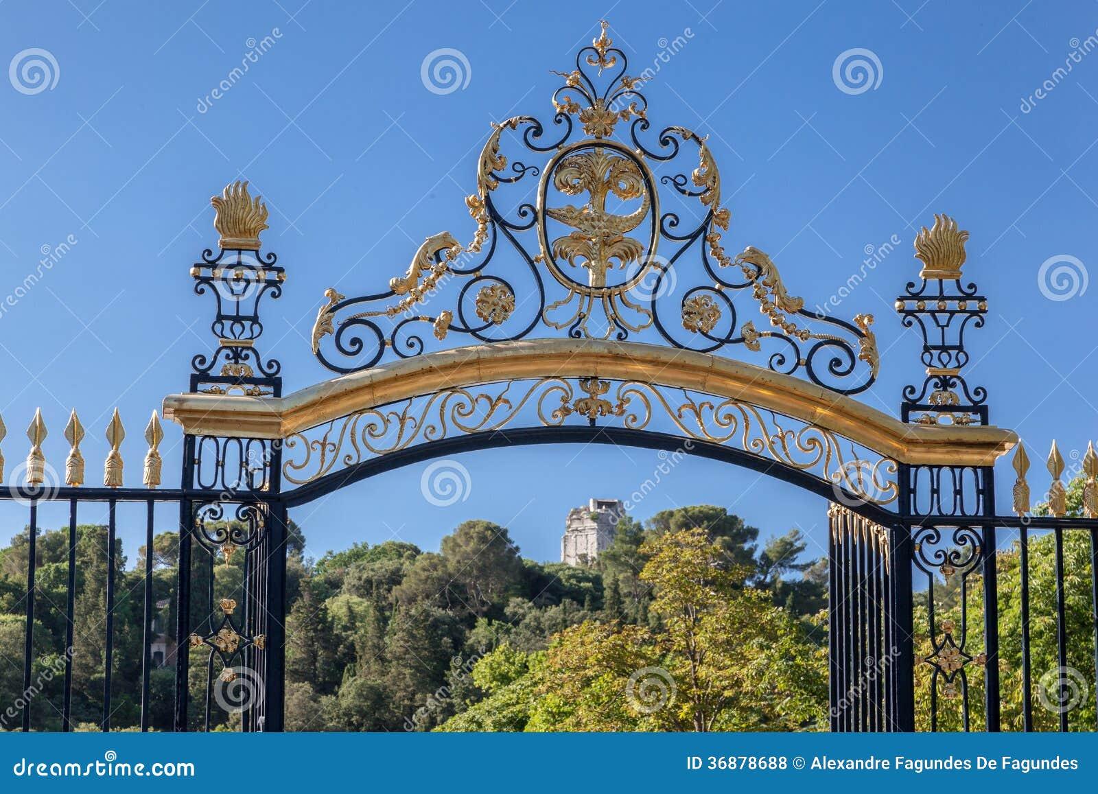 Download I Giardini Nimes Della Fontana Fotografia Stock - Immagine di europa, torretta: 36878688
