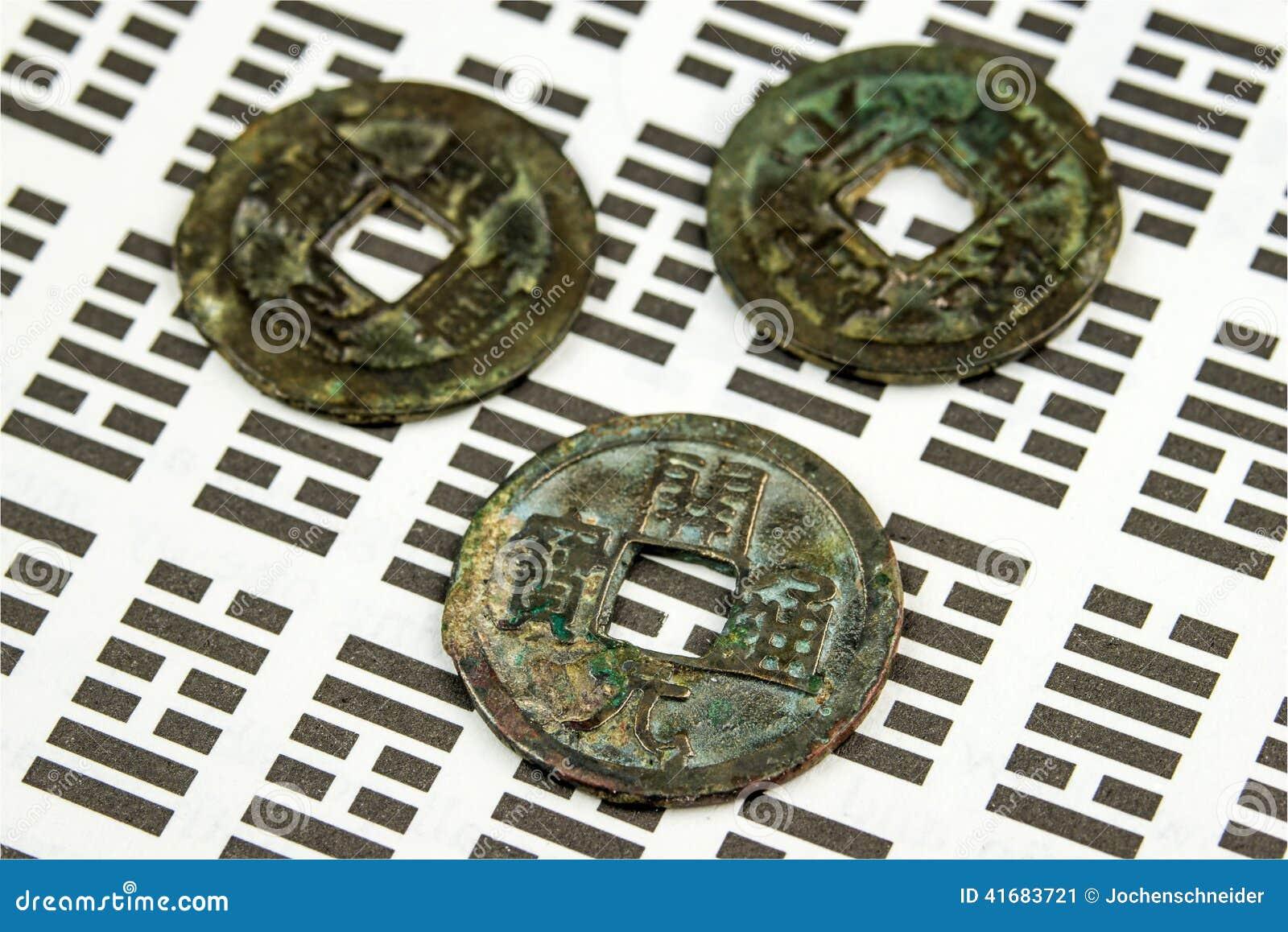 I Ging Chinesische Weissagung Mit Münzen Stockbild Bild Von