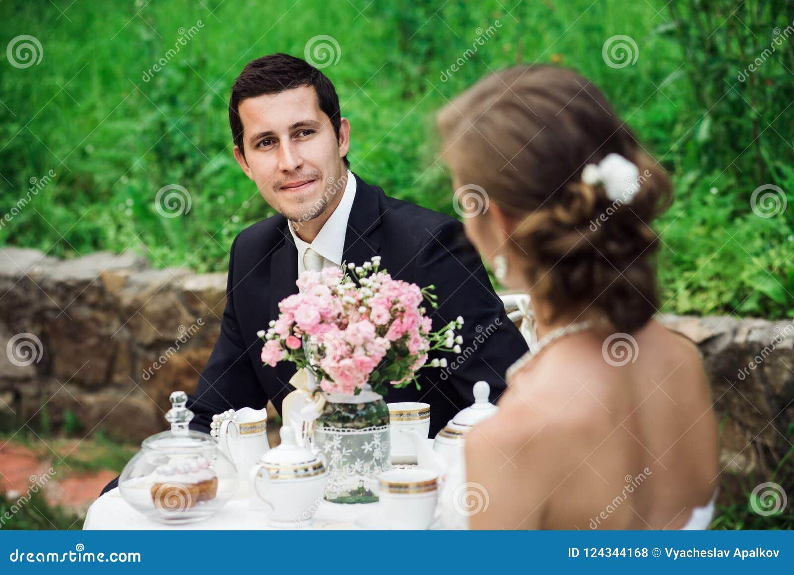 I giovani governano l esame contentissimi la sua sposa