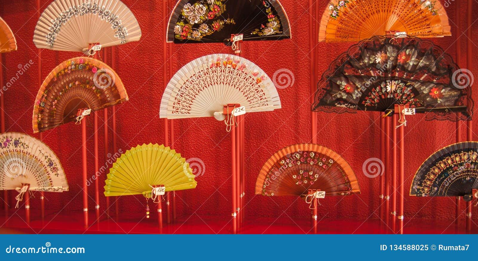 Ventagli Da Parete Decorativi i nuovi ventagli da vendere al negozio turistico a