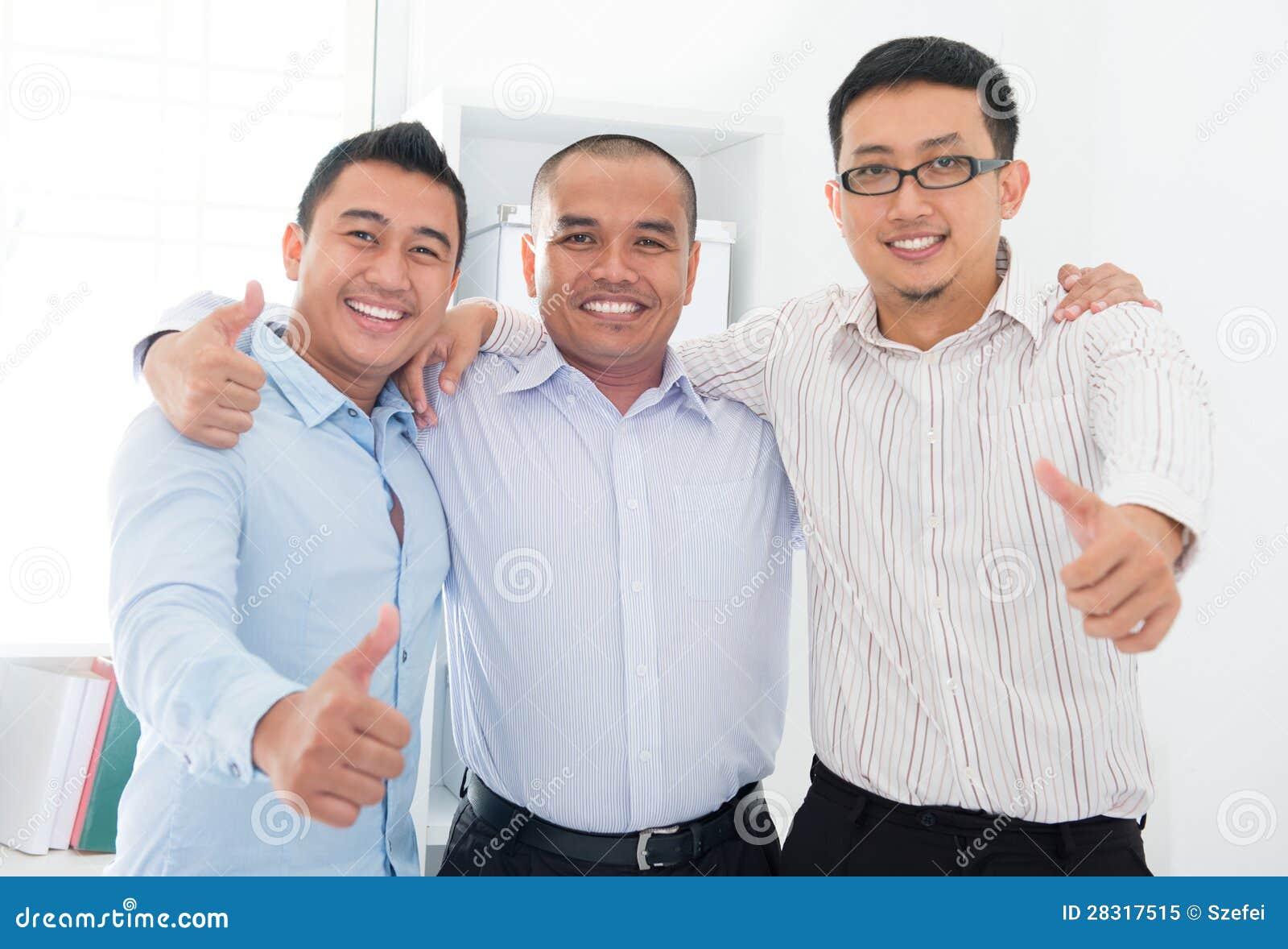 I pollici aumentano gli uomini d affari asiatici sudorientali