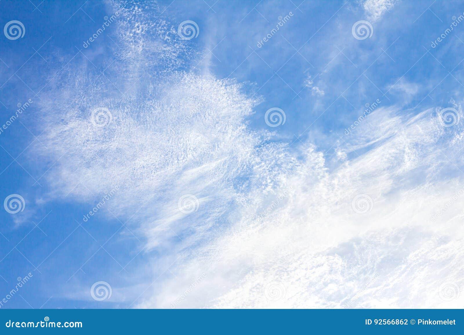 I precedenti del cielo blu di Brigth il giorno