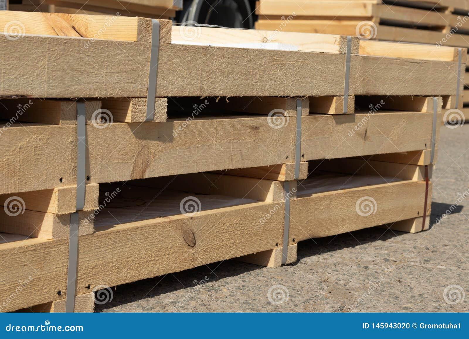 I prodotti imballati in scatole di legno è in azione pronte per trasporto