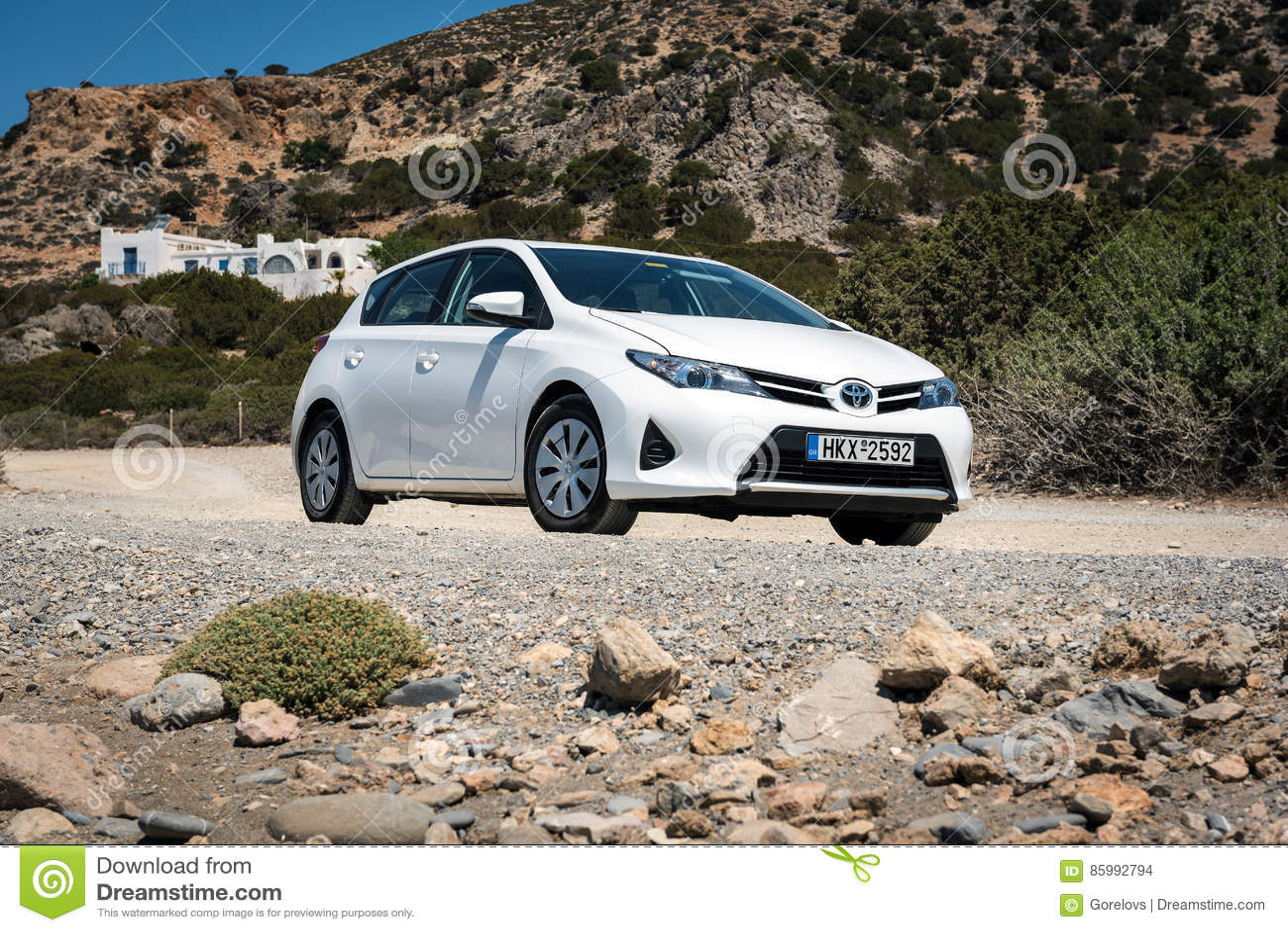 I Soggiorni Bianchi Di Toyota Auris Hanno Parcheggiato Sulla Strada ...