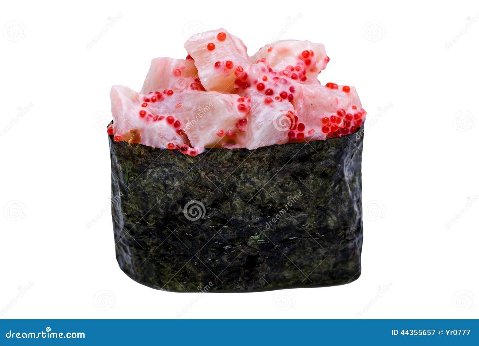 I sushi con il caviale in nori coprono di foglie isolato su fondo bianco