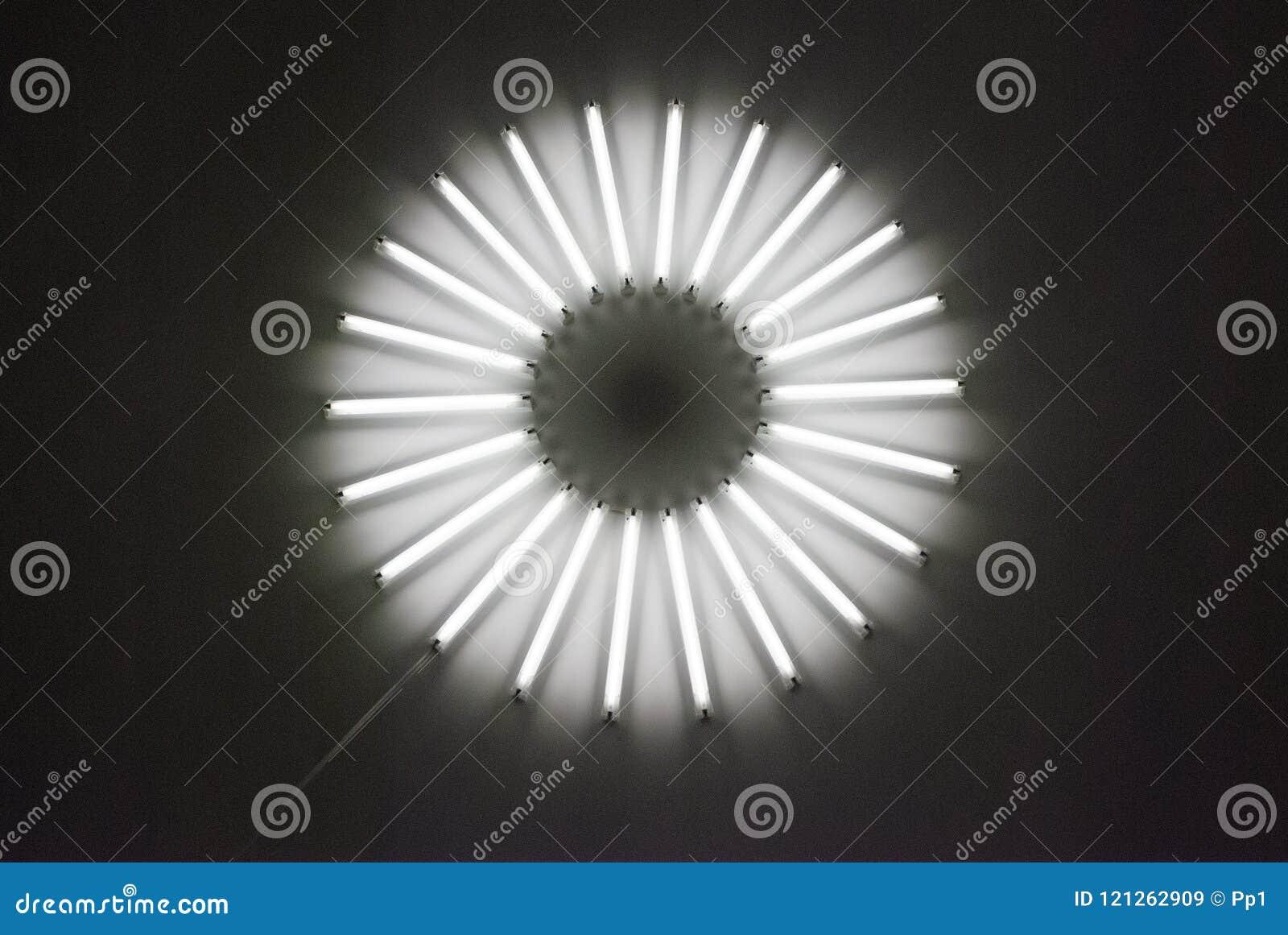 I tubi al neon di illuminazione del soffitto della lampada rotonda