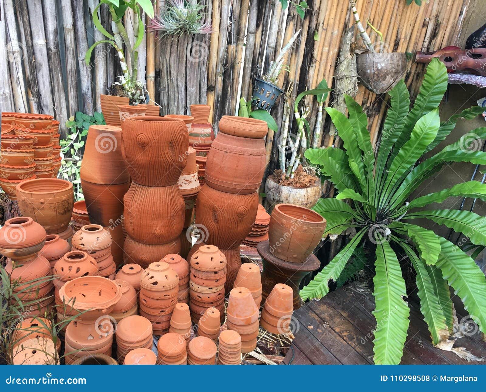 Decorazione Vasi Da Giardino : I vasi da fiori decorativi ed i vasi che impilano al giardino