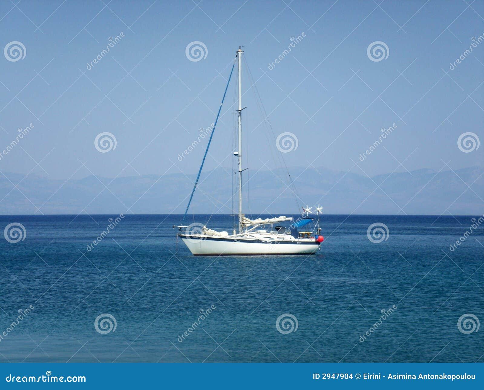 Iate na luz - Mar Egeu azul