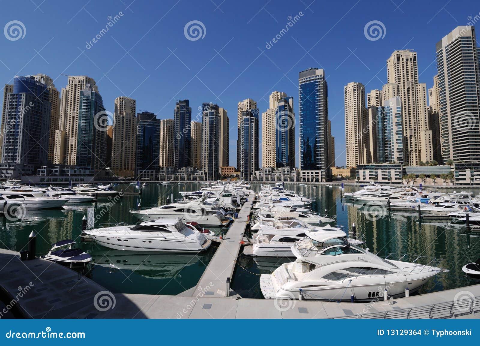 Iate no porto de Dubai