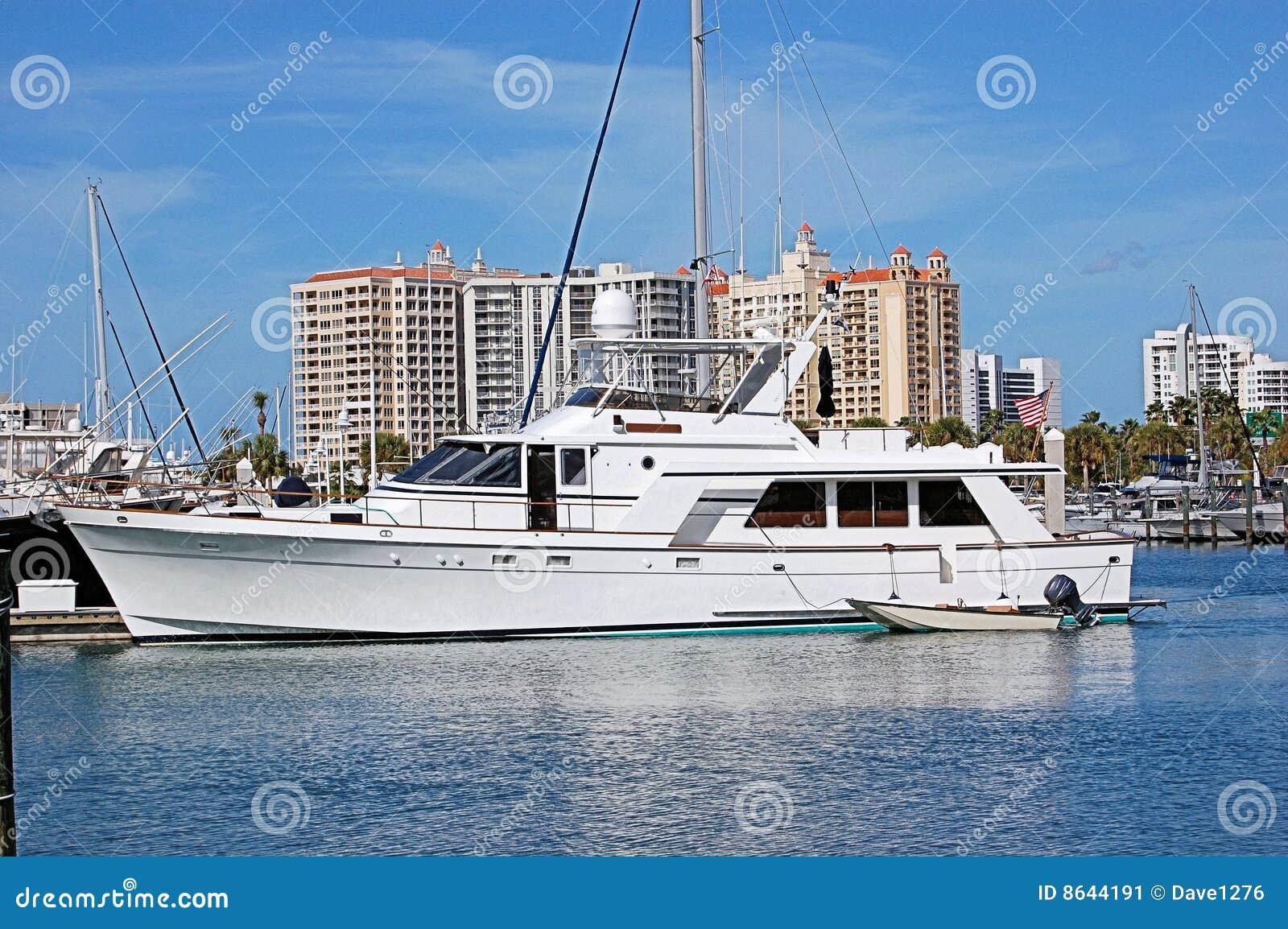 Iate no porto de Sarasota