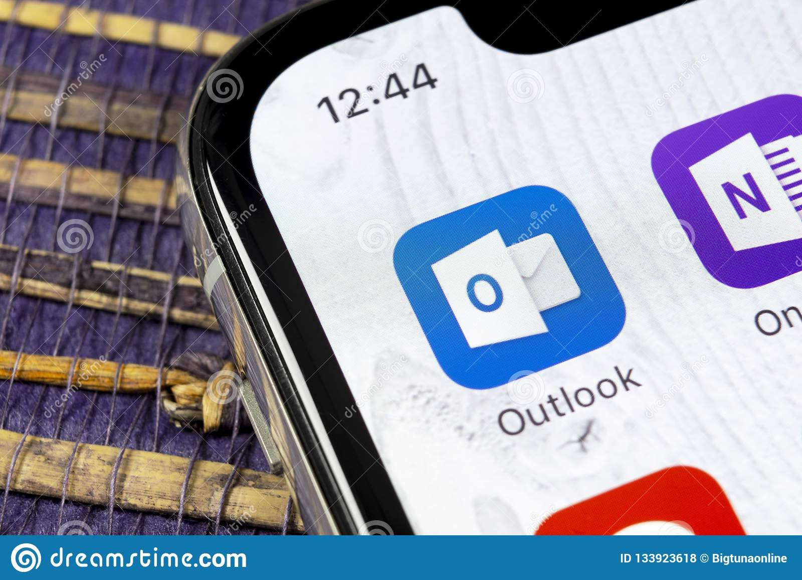 Icône d application de bureau de microsoft outlook sur le plan