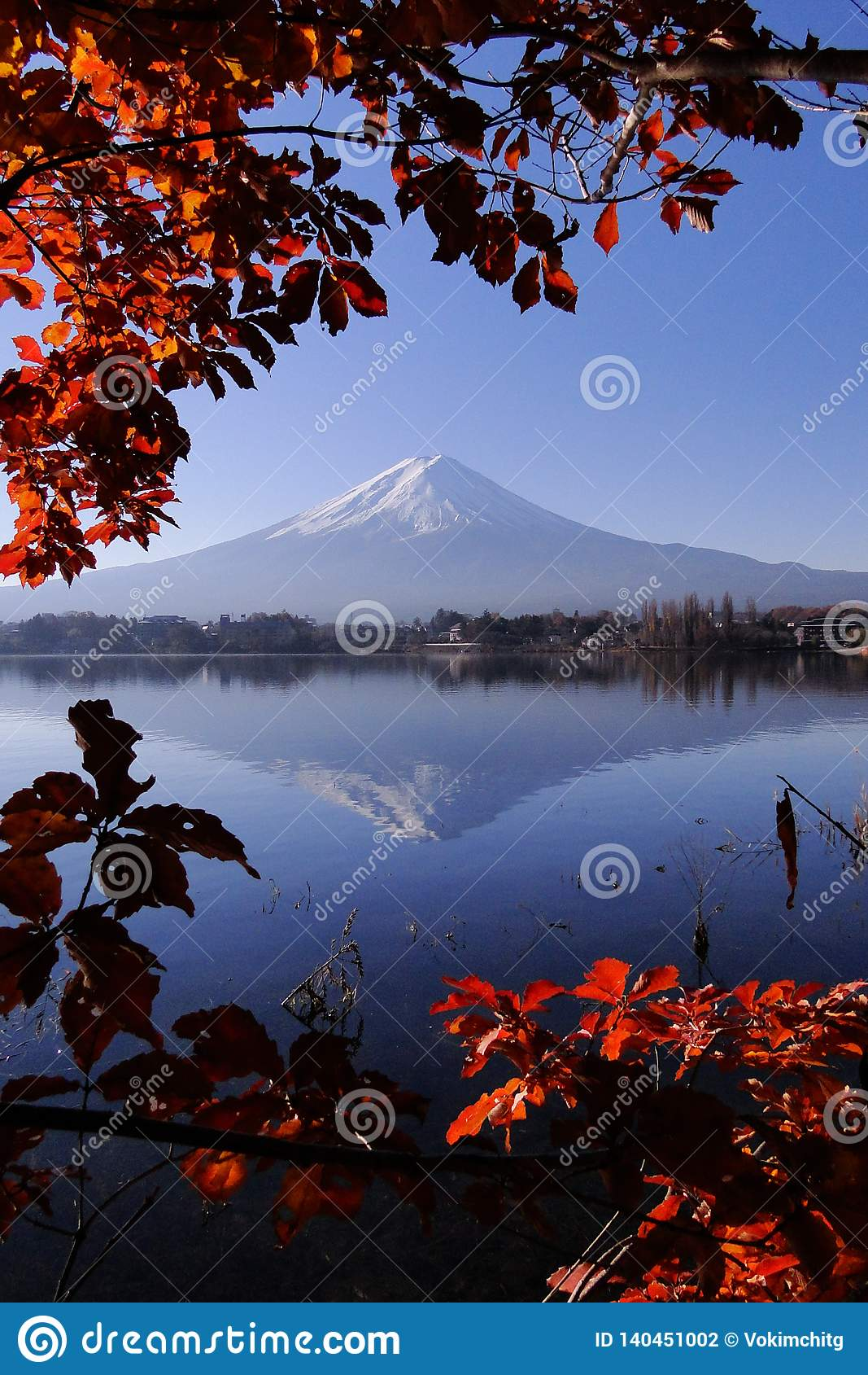 Icônico japonês de Monte Fuji no outono