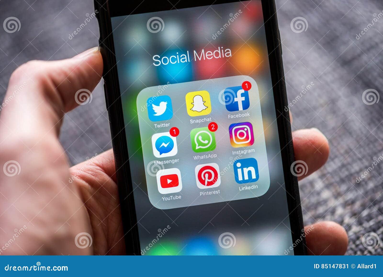 Icônes sociales du media APP montrées sur l iPhone d Apple