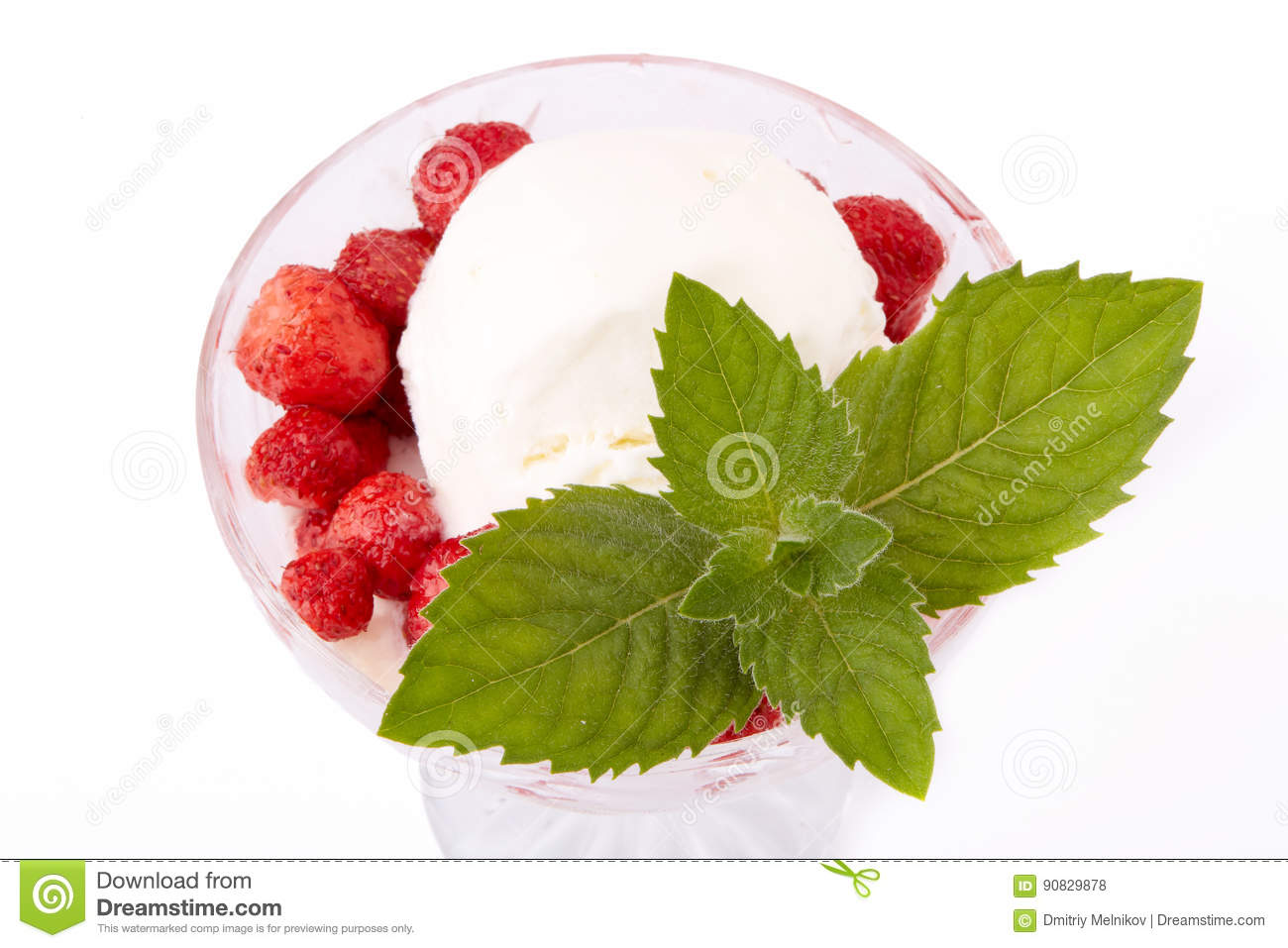 Ice-cream with fresh strawberries