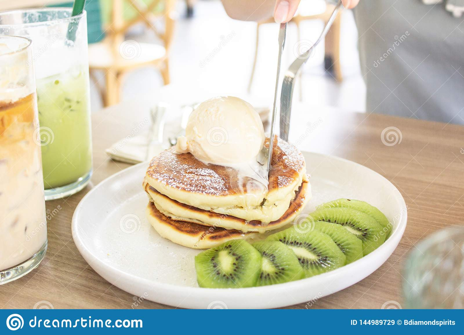 Ice cream Kiwi Pancake