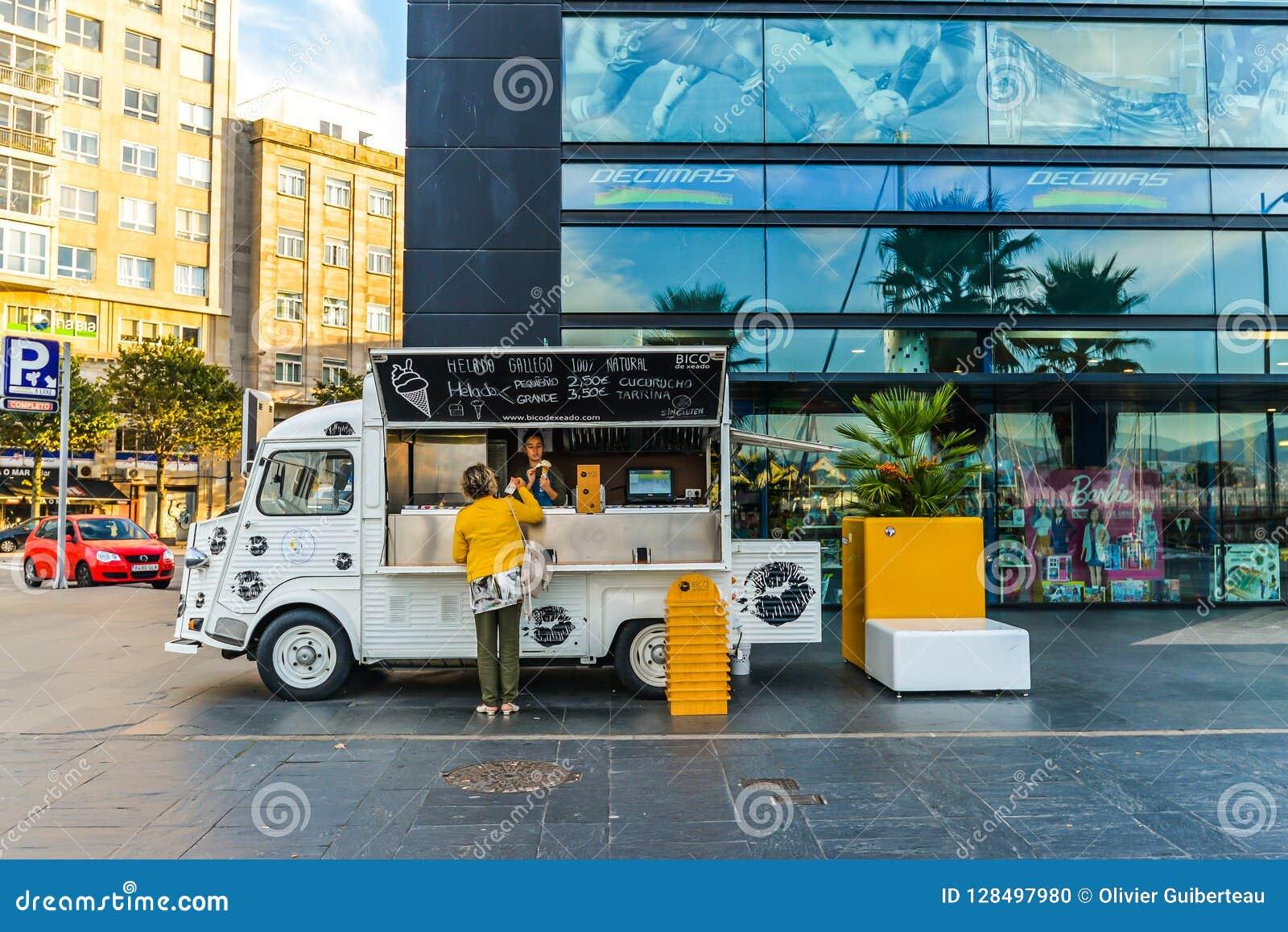 a4b84f14a2 Vigo - Galicia Spain - 10 5 18 - An ice cream truck outside a shopping  center