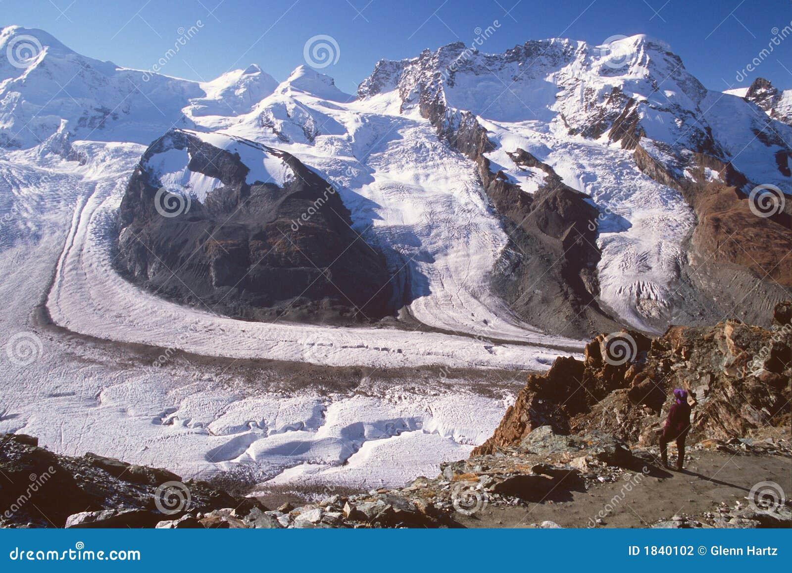 Ice gorner Szwajcarii wycieczkowicza zermatt patrzenia