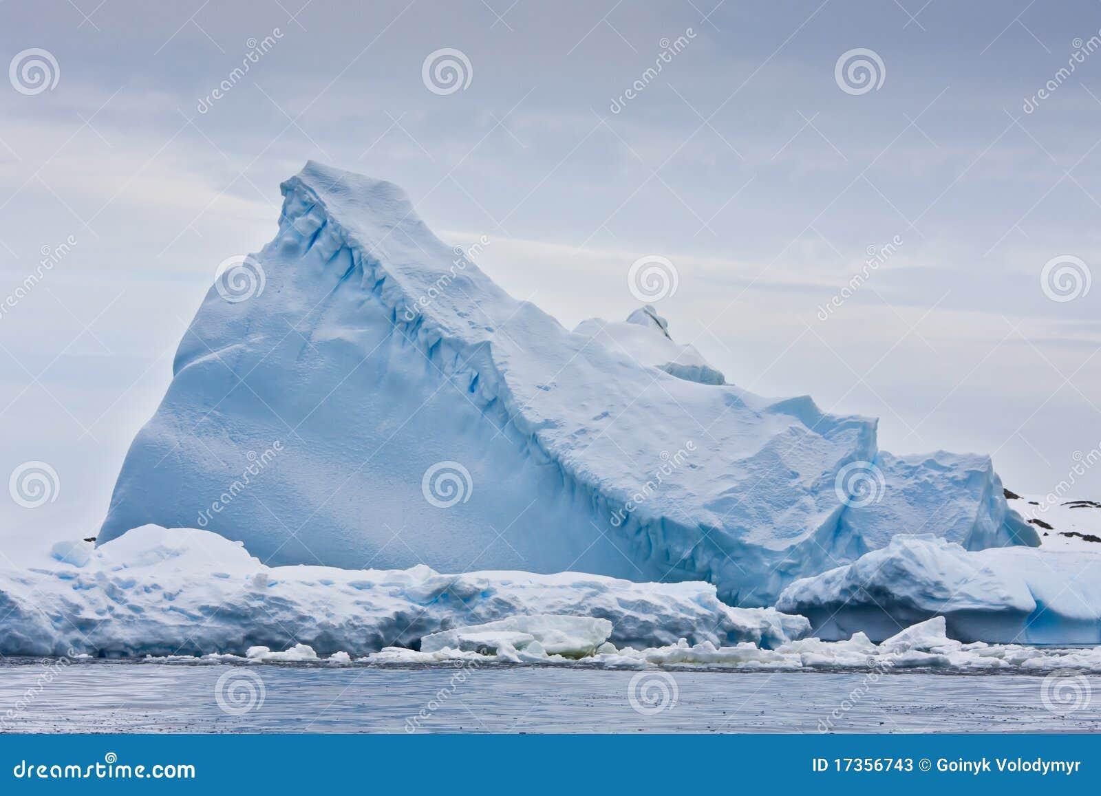 Iceberg énorme