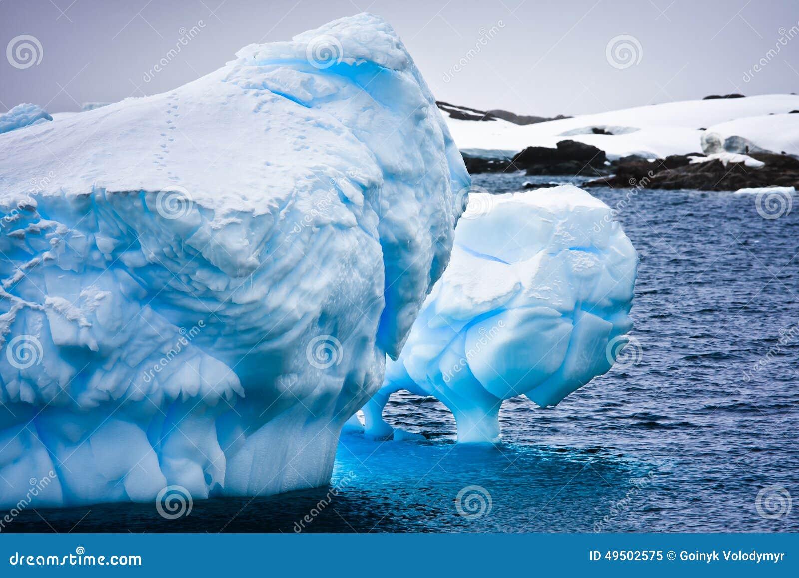Iceberg énorme en Antarctique