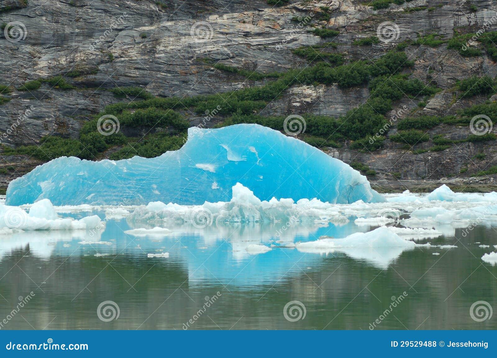 Iceberg azul profundo
