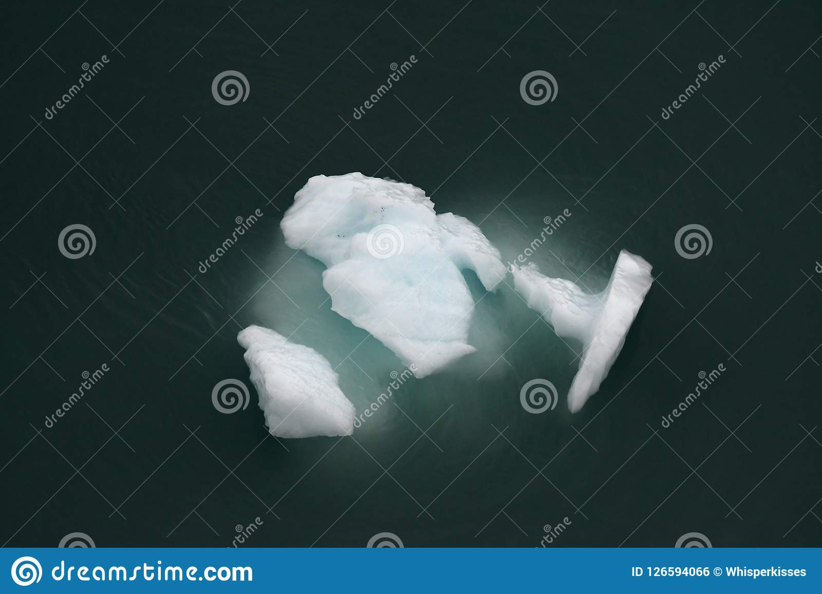 Iceberg glacial de turquesa de cima de