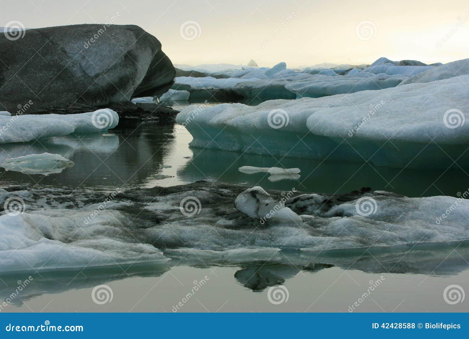 Icebergs en la laguna de Jokulsarlon, Islandia