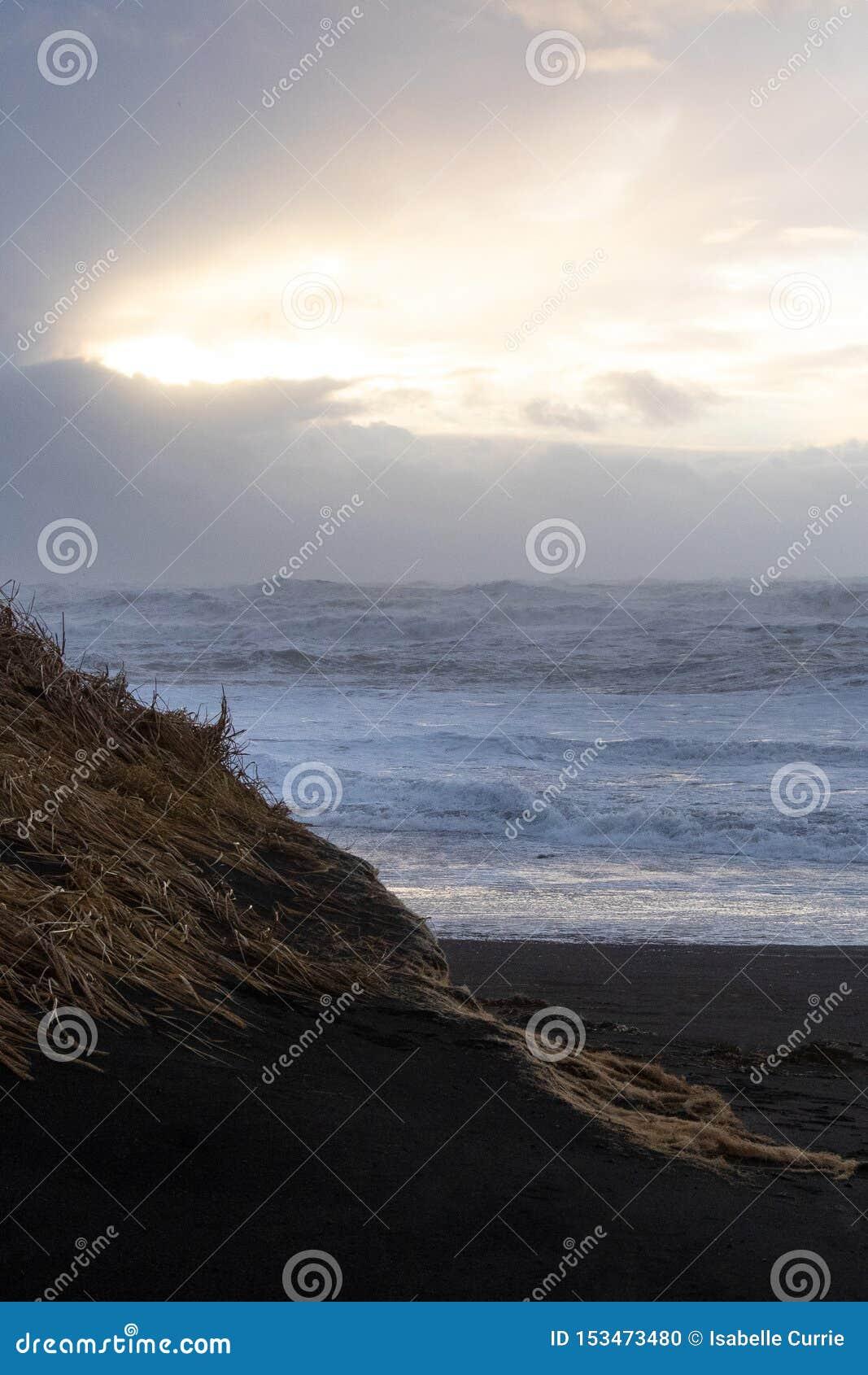 Iceland Seascape z markotnym niebem