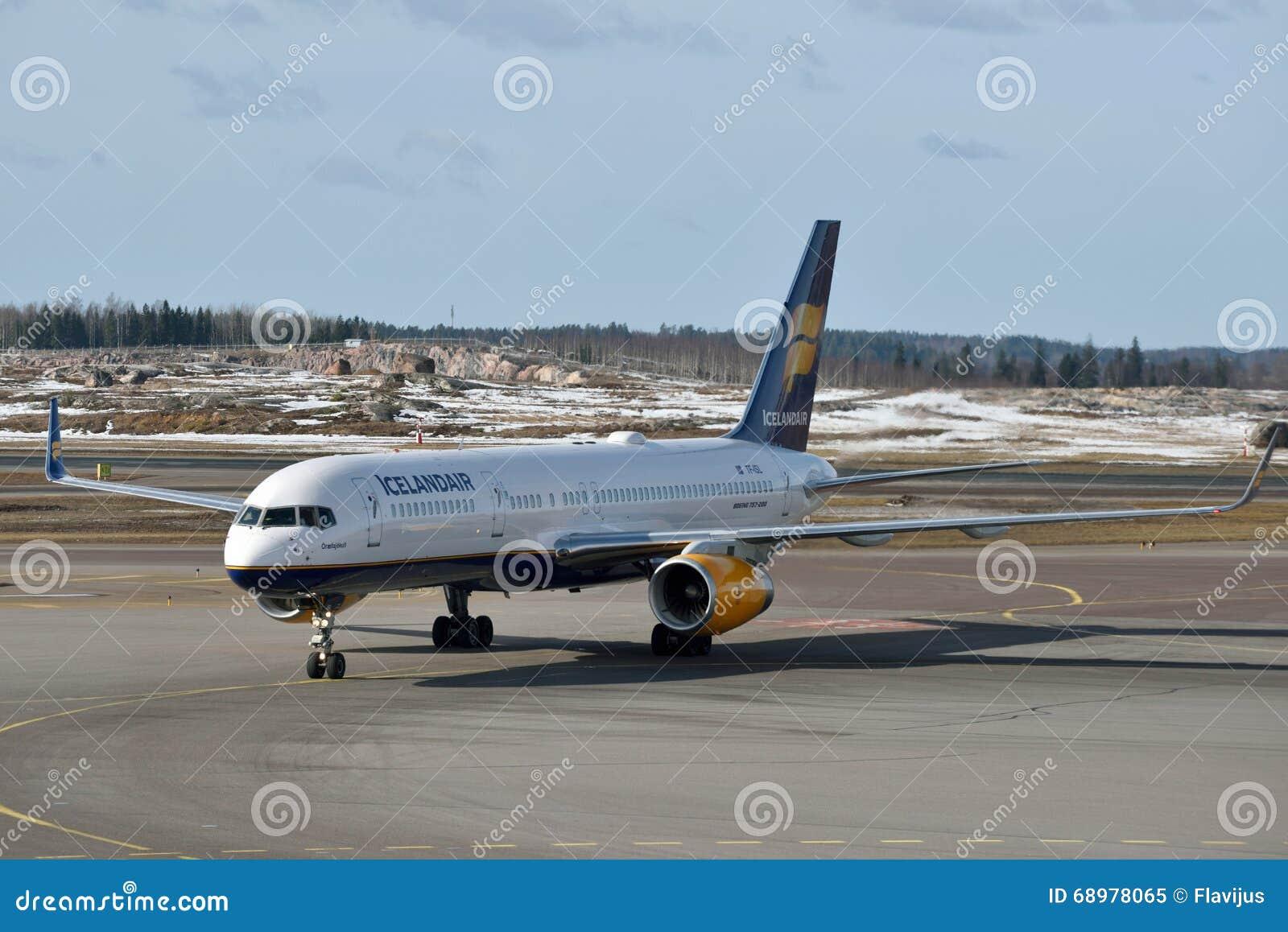 Icelandair Boeing 757-200 en el aeropuerto internacional de Helsinki