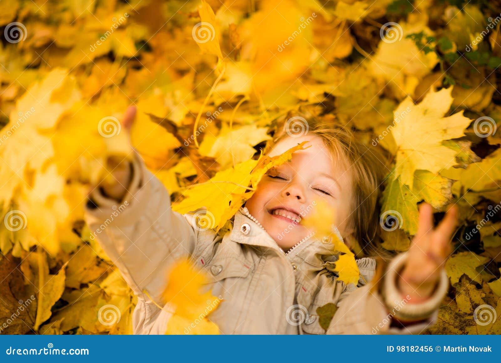 Ich bin glücklich, dass es Herbst ist