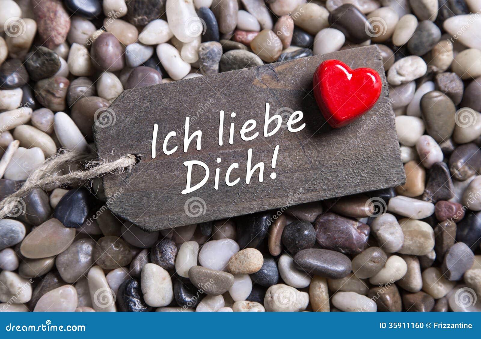 ich liebe dich karte mit deutschem text und ein rotes herz auf einem h lzernen sig stockfoto. Black Bedroom Furniture Sets. Home Design Ideas