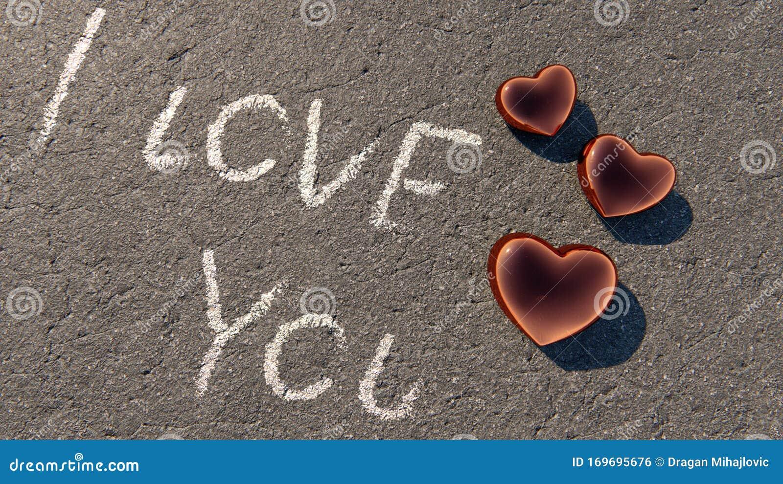 Ich Liebe Dich Text Mit Kupferherzen Auf Asphalt
