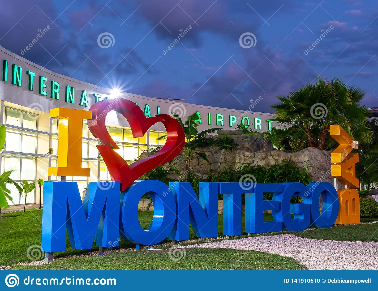 Ich liebe Herz Montego Bays/I Montego Bay-Zeichen am internationalen Flughafen Sangster