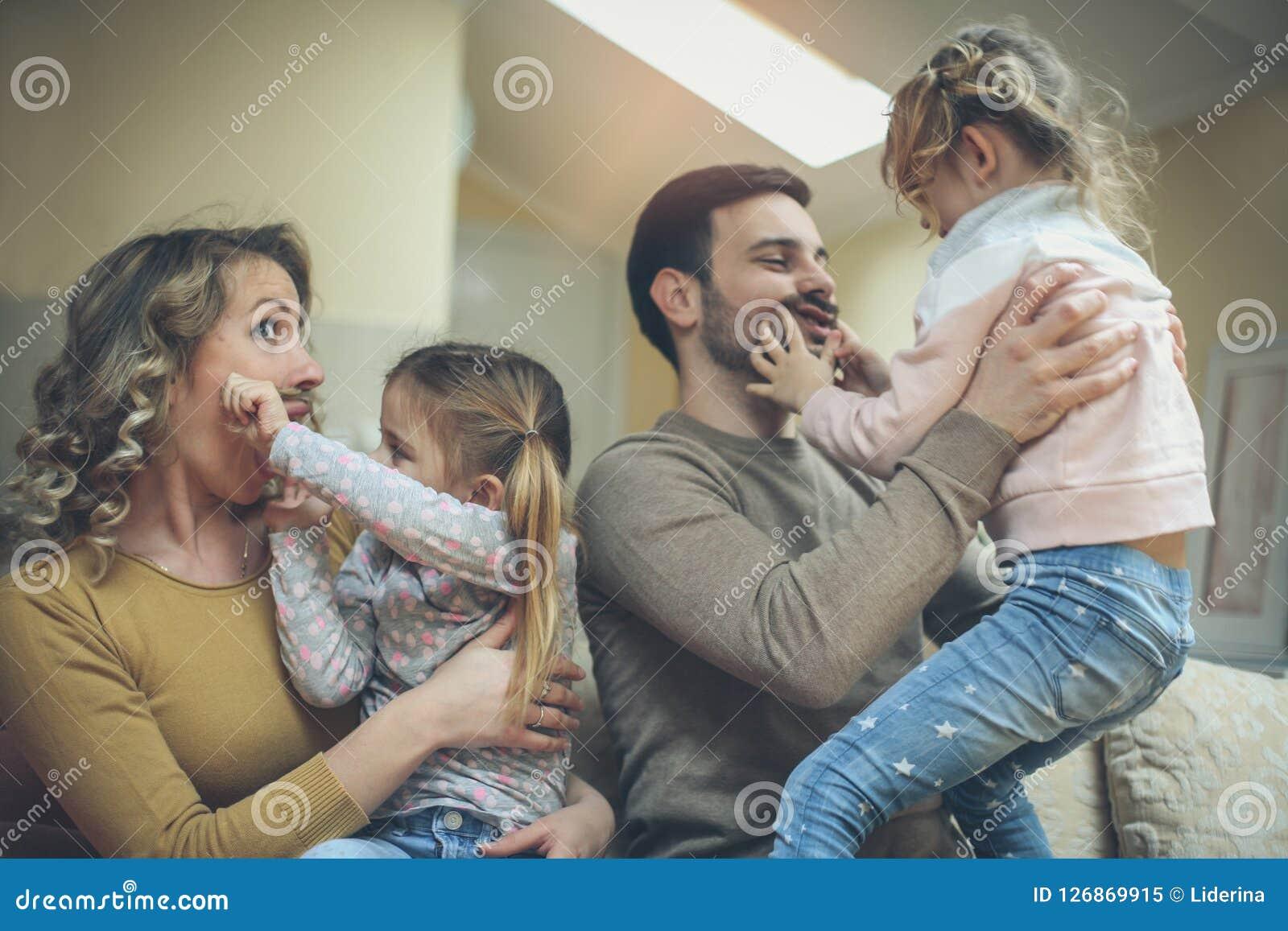 Ich Liebe Meine Dumme Familie Stockbild - Bild von frau