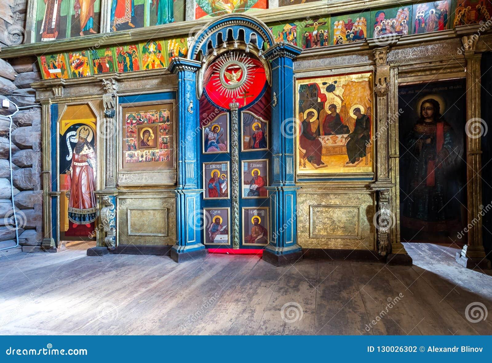 Iconostase orthodoxe à l intérieur de l église Trinity en bois antique