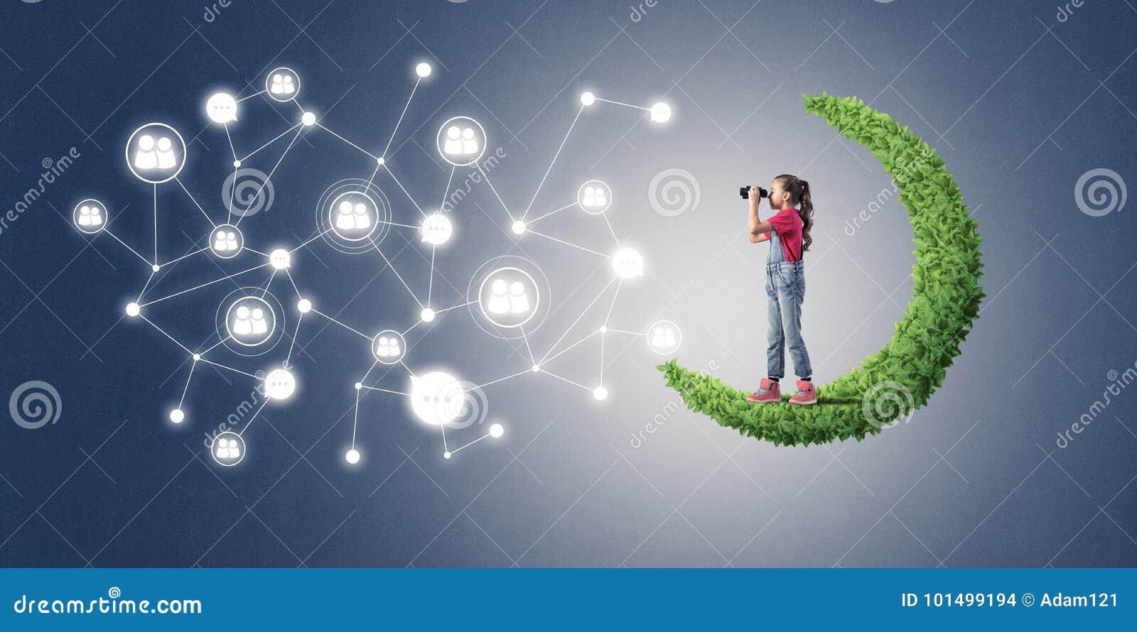 Idé av barninternetkommunikationen eller direktanslutet att spela och PA