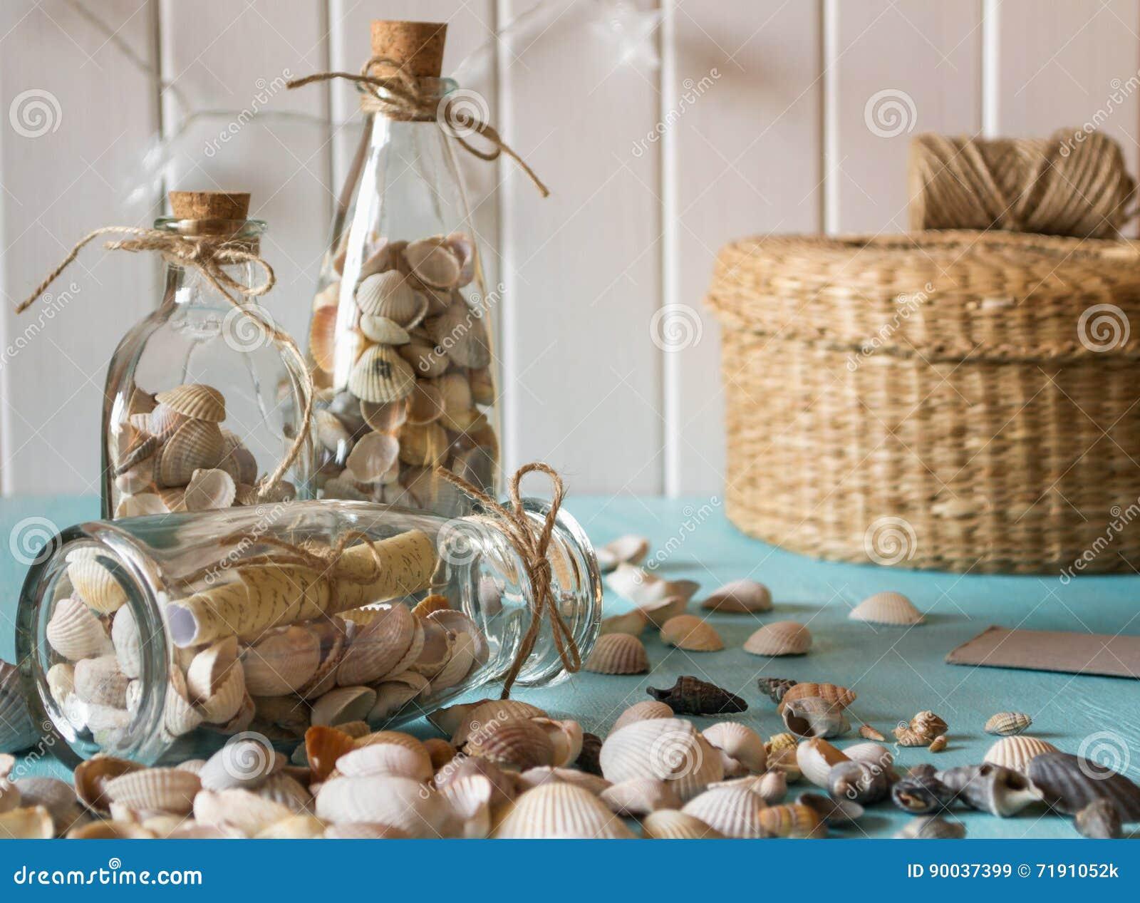 id e de d coration int rieure avec des coquillages et des bouteilles en verre image stock. Black Bedroom Furniture Sets. Home Design Ideas
