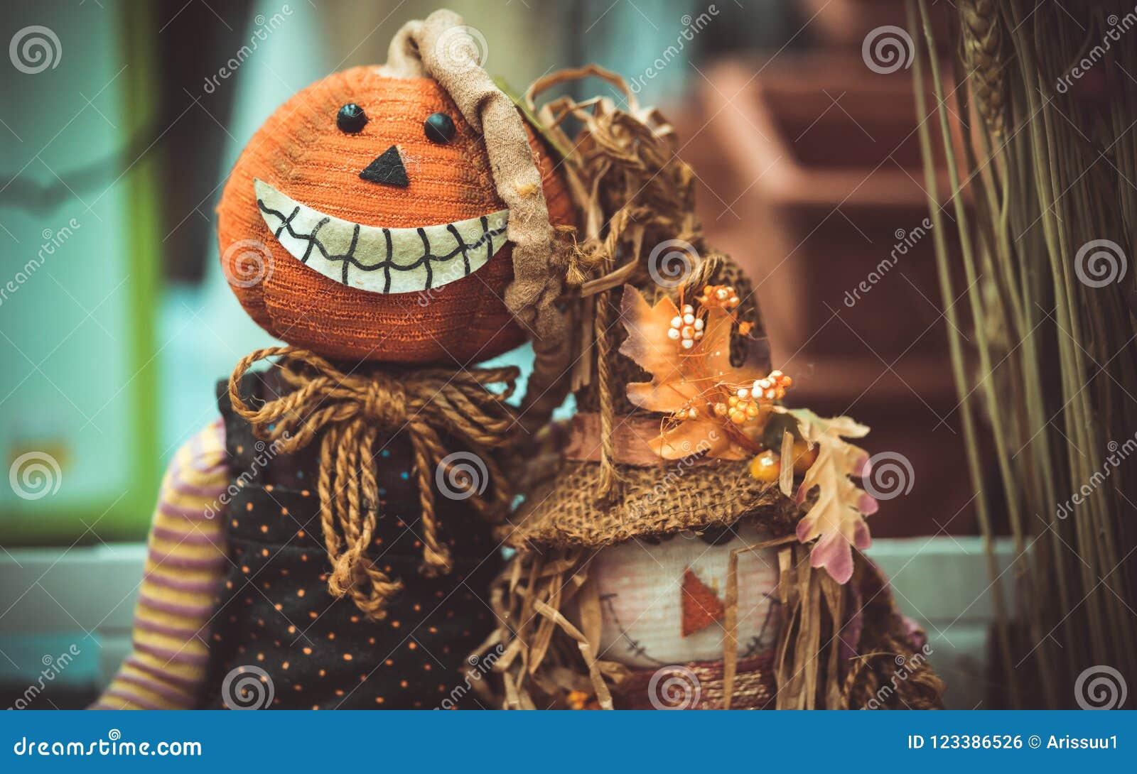 Idea asustadiza hecha a mano de la muñeca de Halloween