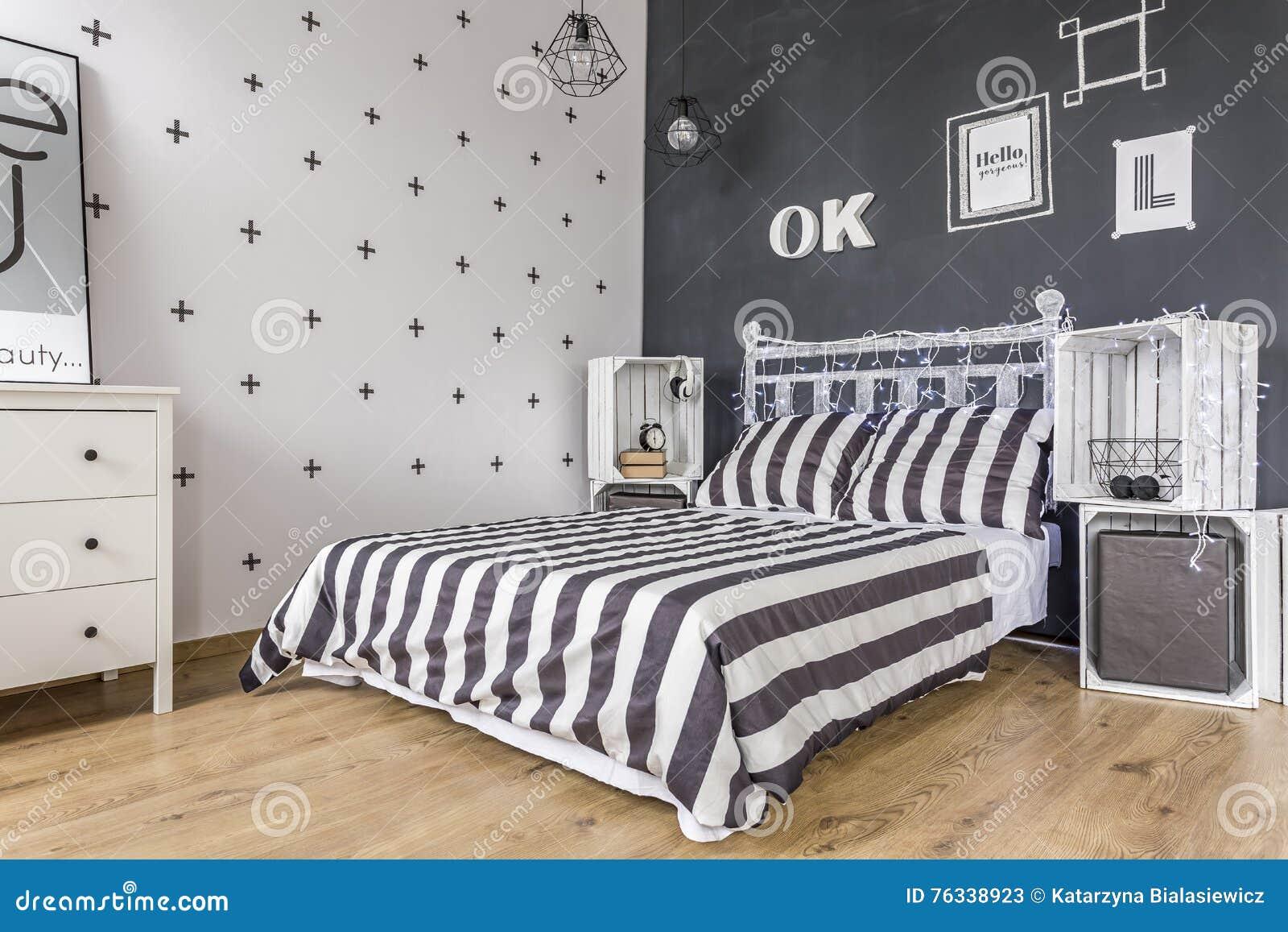 Idea in bianco e nero della camera da letto immagine stock for Mobilia lavagna