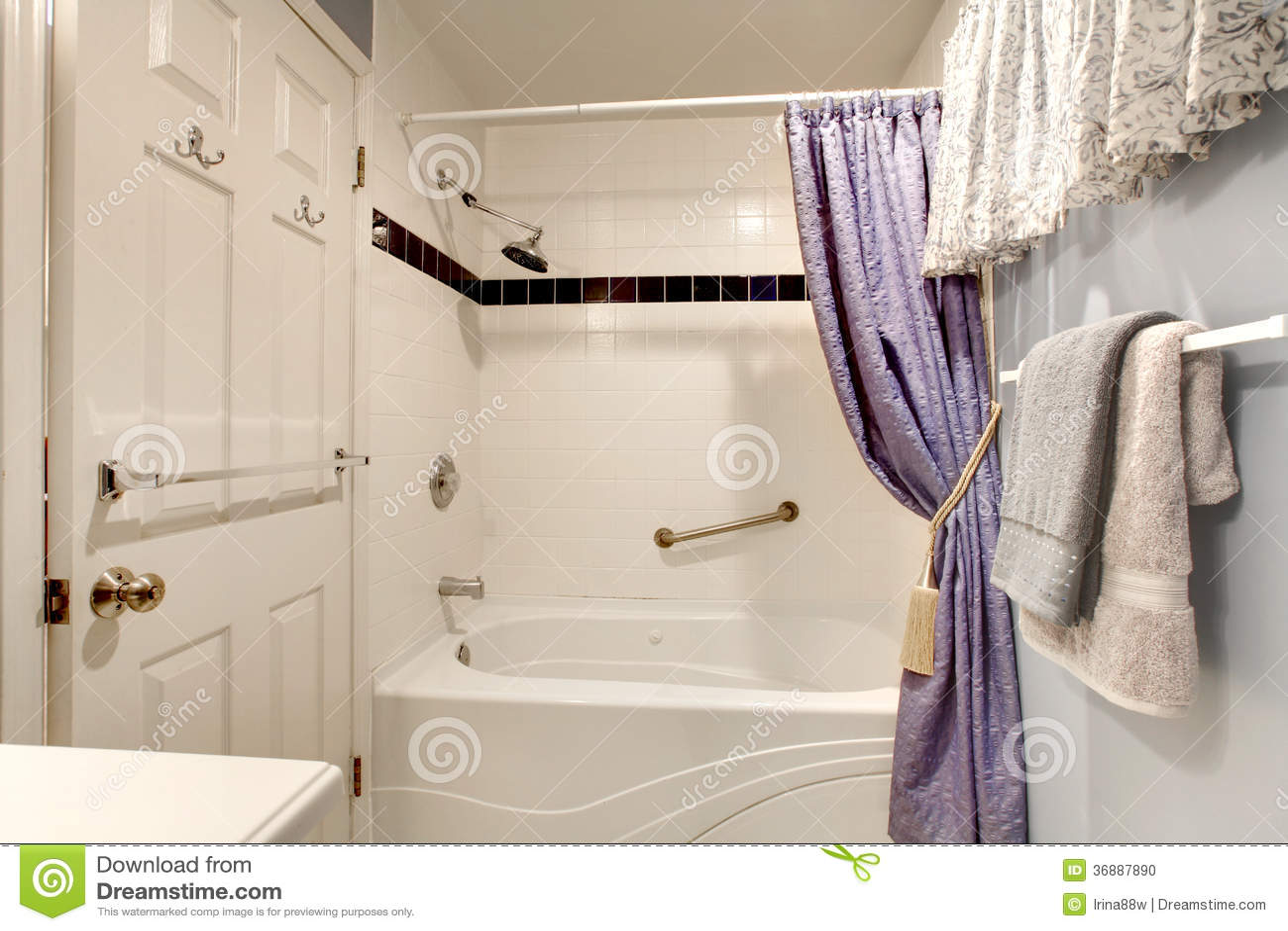 Download Idea Di Progettazione Semplice Per Il Bagno Fotografia Stock - Immagine di semplice, disegno: 36887890