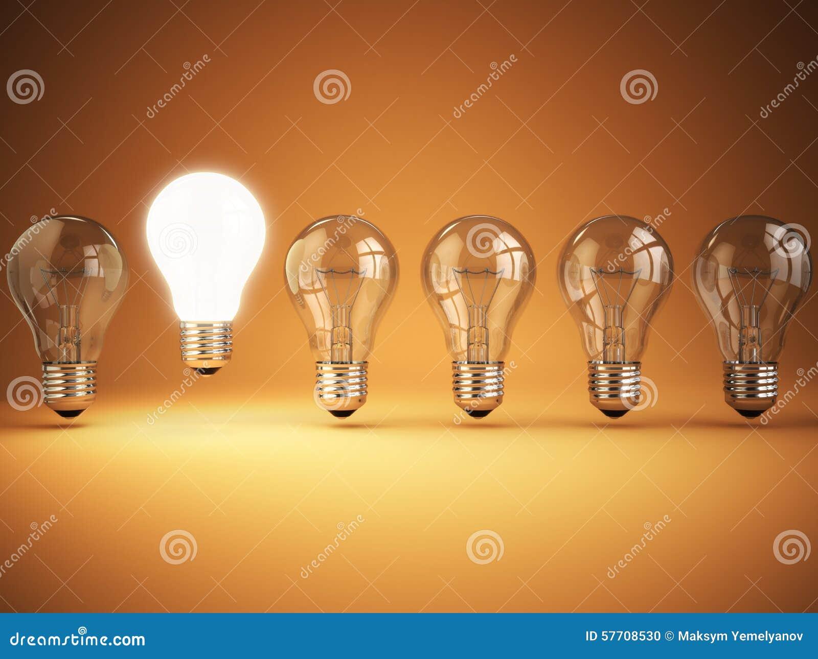 Idea o unicità, concetto di originalità Fila delle lampadine con