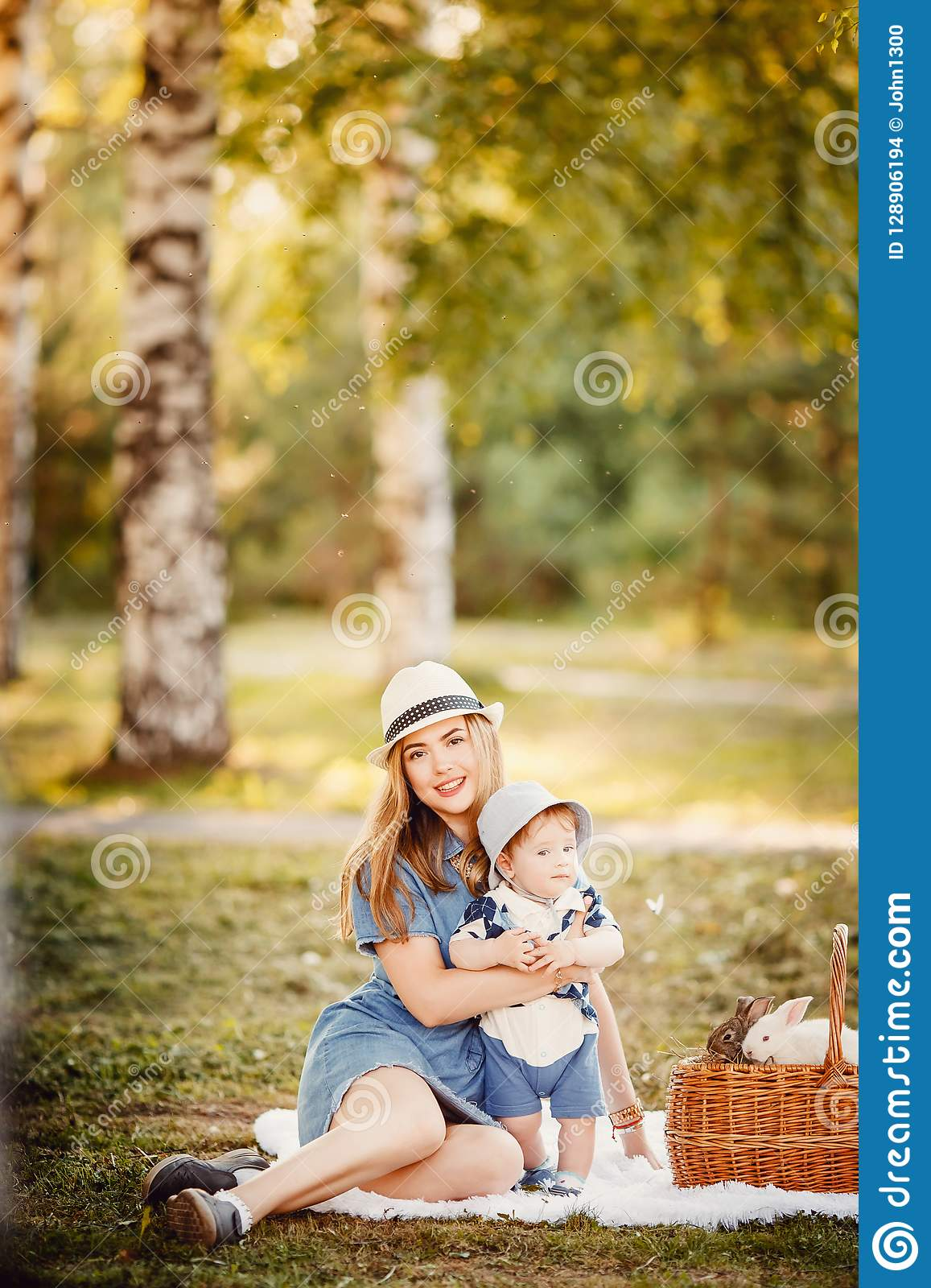 Ideal family: mother and baby