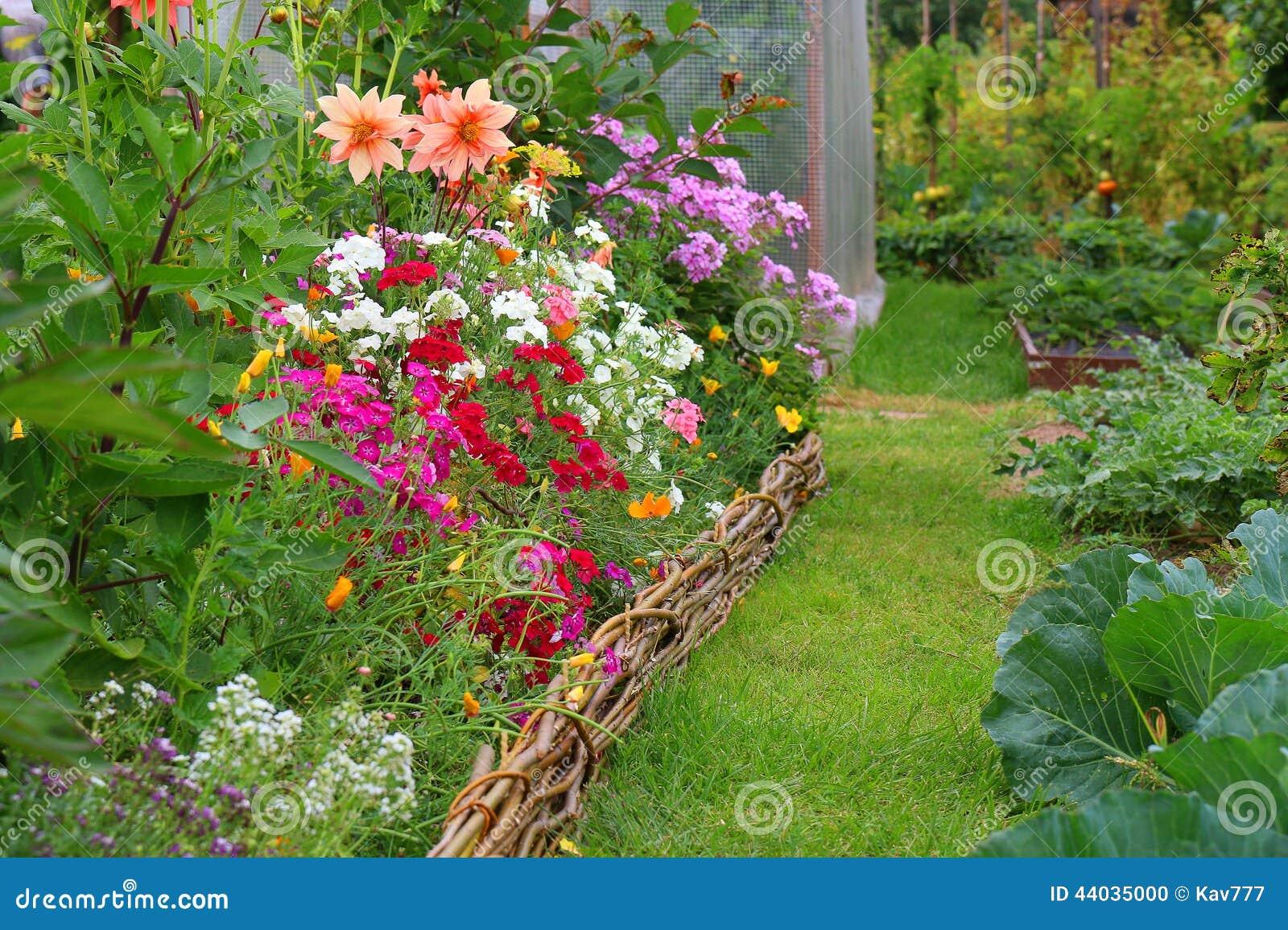 Idee n voor tuin stock foto afbeelding bestaande uit - Openlucht tuin idee ...