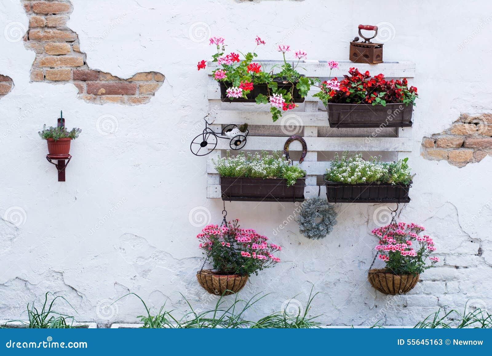 idee del pallet per fare il giardinaggio immagine stock