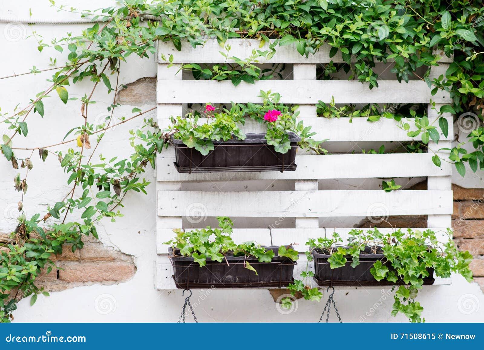 idee del pallet per fare il giardinaggio fotografia stock