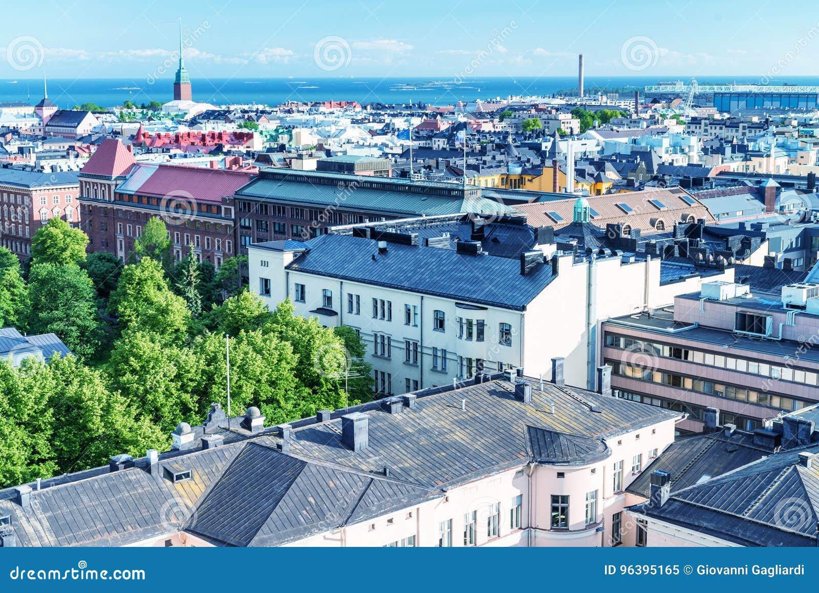 Ideia aérea bonita da arquitetura da cidade de Helsínquia, Finlandia