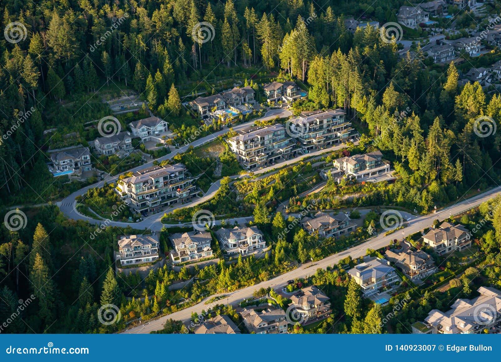 Ideia aérea de casas residenciais