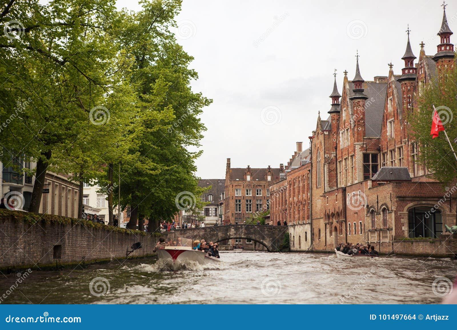 Ideia clássica dos canais Bruges